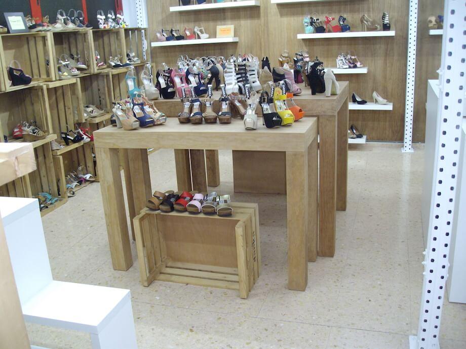 expositor de madera para zapatos